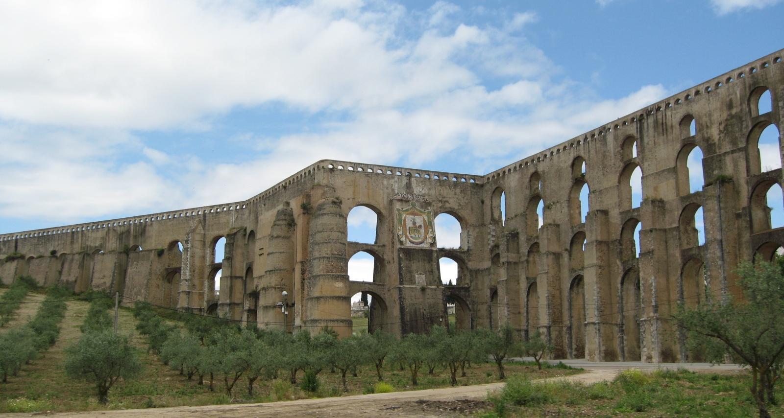 Amazing Aqueduto Das Amoreiras Em Elvas é Um Dos Mais Belos De Portugal E Está  Classificado Como