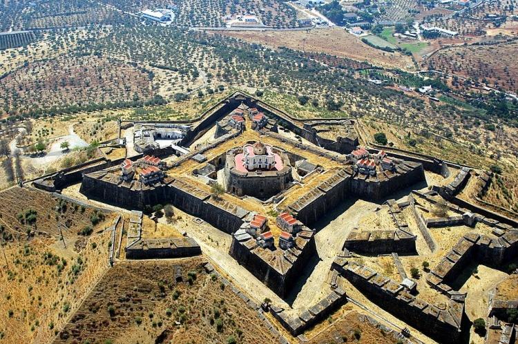 65 Distrito turístico Participaciones en circulación Patrimonio de Portalegre (Alto Alentejo)