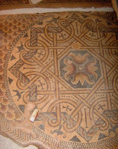 santiagodaguard 237x300 Residência senhorial dos Castelo Melhor/Torre de Santiago da Guarda (Ansião) (**) Um tesouro romano escondido sob uma Torre medieval