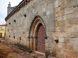 azinhoso 1 300x224 Igreja Românica de Santa Maria do Azinhoso (Mogadouro) (**)  Jóia medieval no Distrito de Bragança