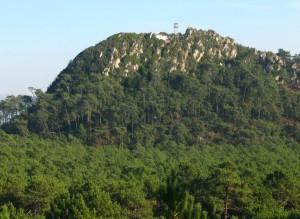 Monte de São Bartolomeu 300x219 Monte de São Brás ou São Bartolomeu (Nazaré) Onde está o cofre?