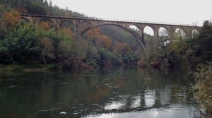 ponte do Poço de Santiago sobre o rio Vouga no concelho de Sever do Vouga