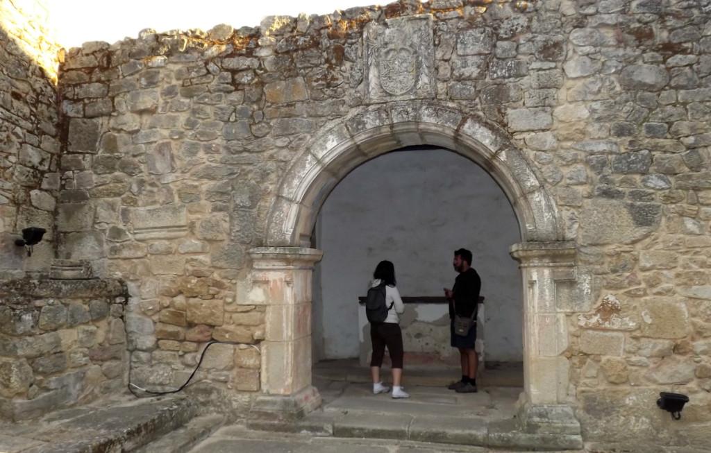 Rita and Castle in Castle mendo