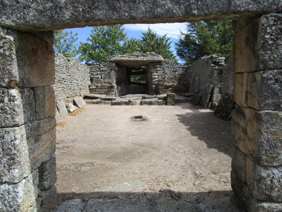 Dolmen of the Chapel of Our Lady of Mt. (Penedono) (**)-Cults entwining Terras do Demo